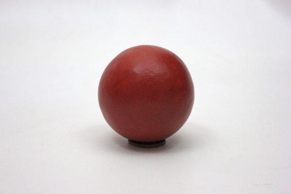 Boule-argile-teinte-rouge